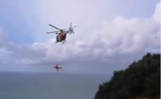 Rescatan en helicóptero a un parapentista herido en Gorliz