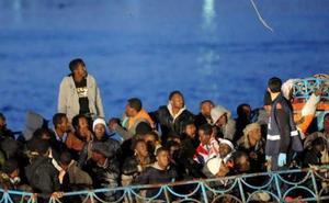 Italia ordena el secuestro de la nave de una ONG tras rescatar a 49 migrantes