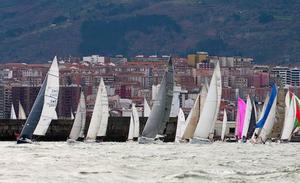 El VI Trofeo EL CORREO de vela, en su recta final