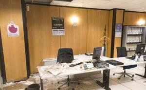 Se cae parte del falso techo de una oficina de la Ertzaintza en Barakaldo