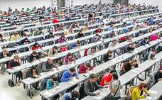 Parados, estudiantes, abogados... a por un puesto fijo en el Ayuntamiento de Vitoria