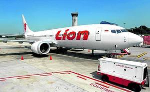 Los dos 737 siniestrados carecían de un sistema de seguridad que Boeing cobra como 'extra'