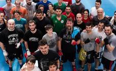 Jon Fernández imparte un seminario a varios aficionados al Boxeo