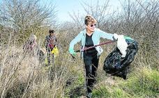Zafarrancho contra el plástico en Salburua