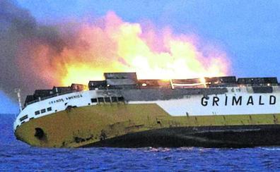 La basura tóxica del mercante hundido amenaza las aguas del Golfo de Bizkaia