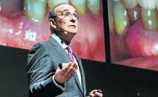 Eduardo Anitua busca personas mayores que sean «profesores de buenos hábitos»