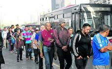 Guaidó quiere desalojar a Maduro con la mayor presión ciudadana conocida en el país