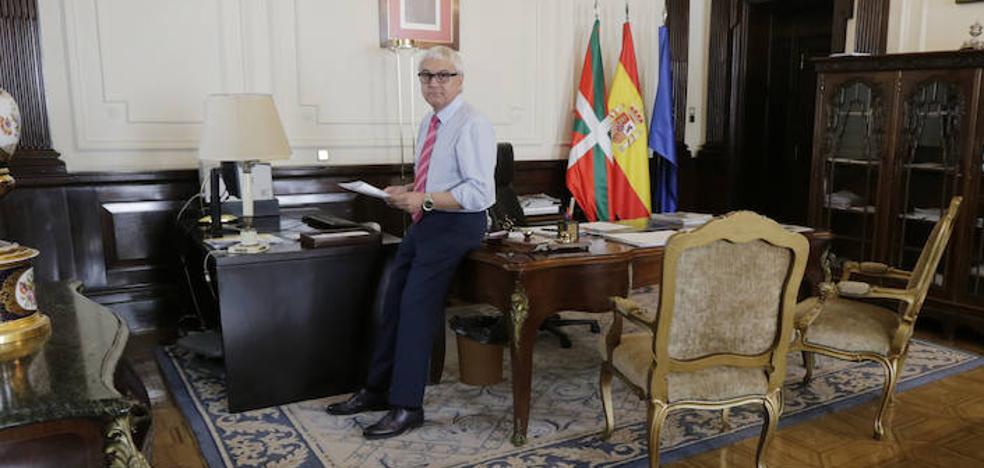 Aquí se toman las decisiones del Gobierno de Sánchez en Bizkaia. Entramos en el despacho