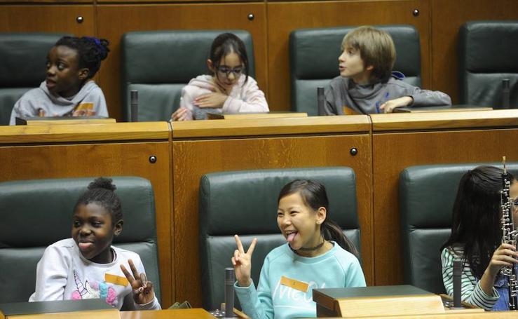 Jornada de puertas abiertas en el Parlamento vasco