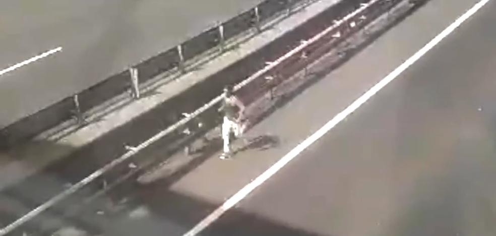 Huye a pie por la A-8 tras provocar una colisión múltiple por un pique