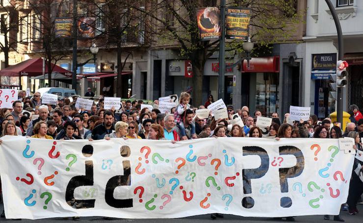 Padres, madres y alumnos piden en Bilbao una solución al conflicto en Educación