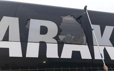 Rompen una luna del autobús del Barakaldo