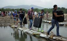 Venezolanos que huyen del país: «No quiero morir en el exilio como Celia Cruz»