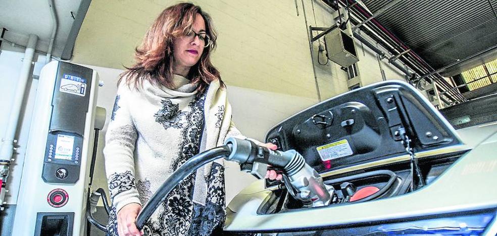 Vitoria suma ya más de 1.600 coches híbridos y eléctricos, que se disparan un 70% en un año