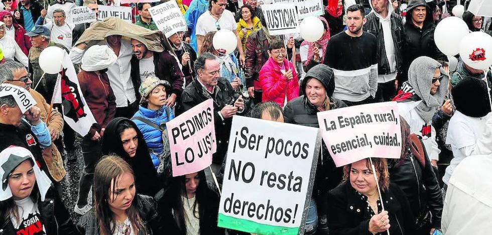 La España rural se rebela contra los partidos y entra de lleno en la precampaña electoral