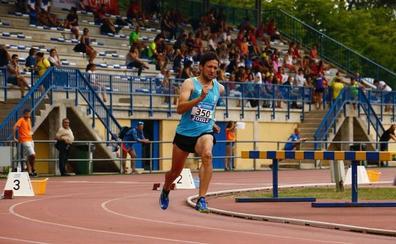 Rifirrafe por «comer unas pastas» en la grada de la pista de atletismo de Mendizorroza