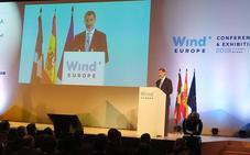 El Rey cree «urgente» la transición energética y Urkullu resalta el liderazgo eólico de Euskadi