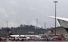 Ryanair se estrena con retrasos en su regreso a Loiu