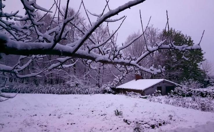 La nieve vuelve a Urkiola en primavera