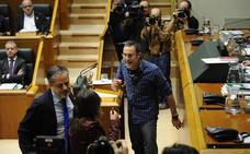 Bildu recupera su discurso más duro y provoca la mayor bronca en el Parlamento esta legislatura