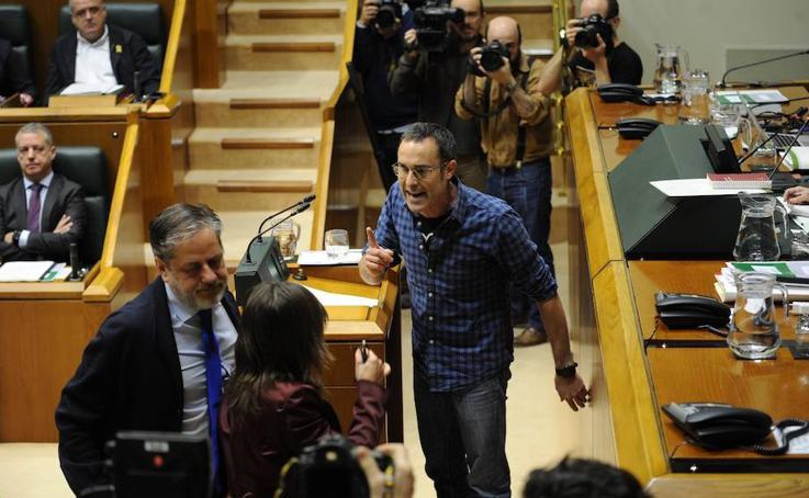 Tensión en el pleno del Parlamento vasco