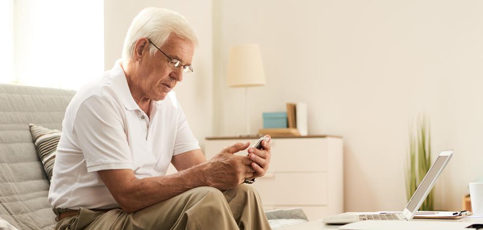 Publicado el primer diccionario tecnológico para abuelos