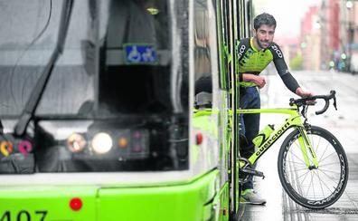 Un conductor de tranvía de Bilbao de 36 años debuta en el ciclismo profesional