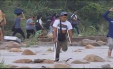 Las penurias llevan a los venezolanos a cruzar el río Tachira para llegar a Colombia