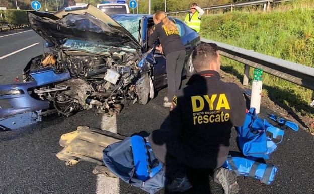 Un matrimonio vizcaíno y una joven de 17 años, graves al chocar contra un coche que circulaba en sentido contrario por la A-8 en Cantabria