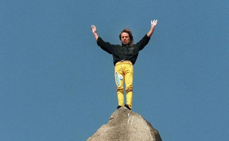 Alain Robert ha coronado más de un centenar de edificios con la única ayuda de sus manos y sus pies