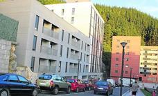 Abascal entrega al Gobierno vasco el informe de situación de las familias de Abeletxe