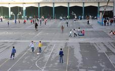 Familias de colegios afectados por el conflicto laboral ven «injusta» la postura del Ararteko