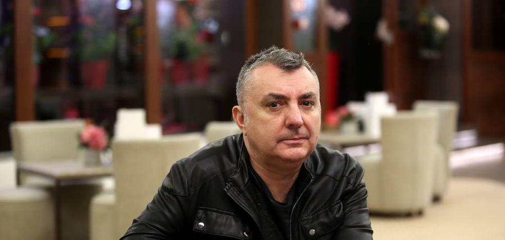 Manuel Vilas: «Acabamos llevando una vida que no es la que queremos por miedo»