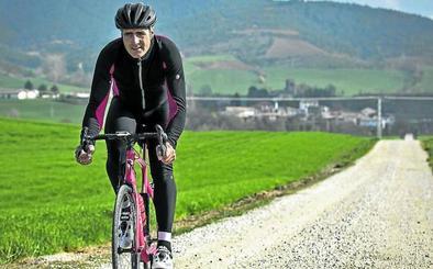 Miguel Induráin: «Los favoritos querrán estar delante en los tramos de tierra y habrá guerra»