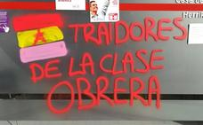 Denuncian pintadas en las sedes socialistas de Amorebieta y Galdakao