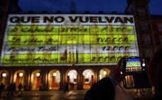 La Junta Electoral expedienta al Ayuntamiento y a Podemos por los 'papeles de Bárcenas' en la Plaza Mayor