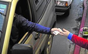 Llenar un depósito de combustible costará una media de entre 3 y 5 euros más esta Semana Santa