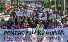 Un millar de pensionistas advierten en Vitoria que votarán a quien les defienda