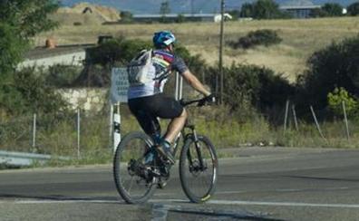 Un ciclista evacuado a Galdakao tras colisionar con un vehículo en Ispaster