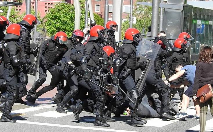 Altercados antes el mitin de Vox en Bilbao