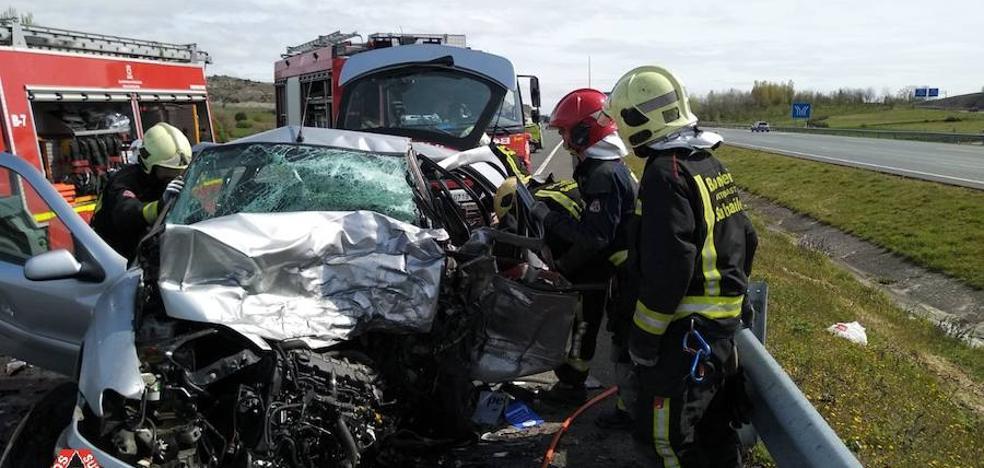 Un muerto y un herido grave tras un accidente en la A-1 en Iruña de Oca