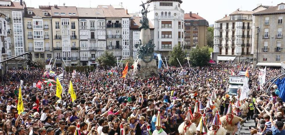 La Korrika toma el centro de Vitoria