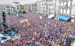 La Korrika desborda Vitoria por el euskera