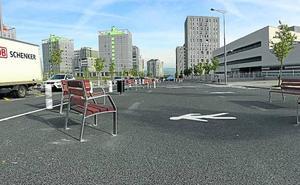 La calle Leza estrena bidegorri y una gran 'isla' peatonal sobre la calzada