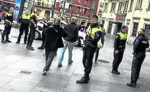 Quiénes son y cómo actúan los ladrones que disparan los robos en Bilbao