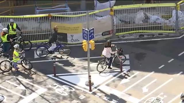 Caos circulatorio en una nueva rotonda para bicicletas en Barcelona