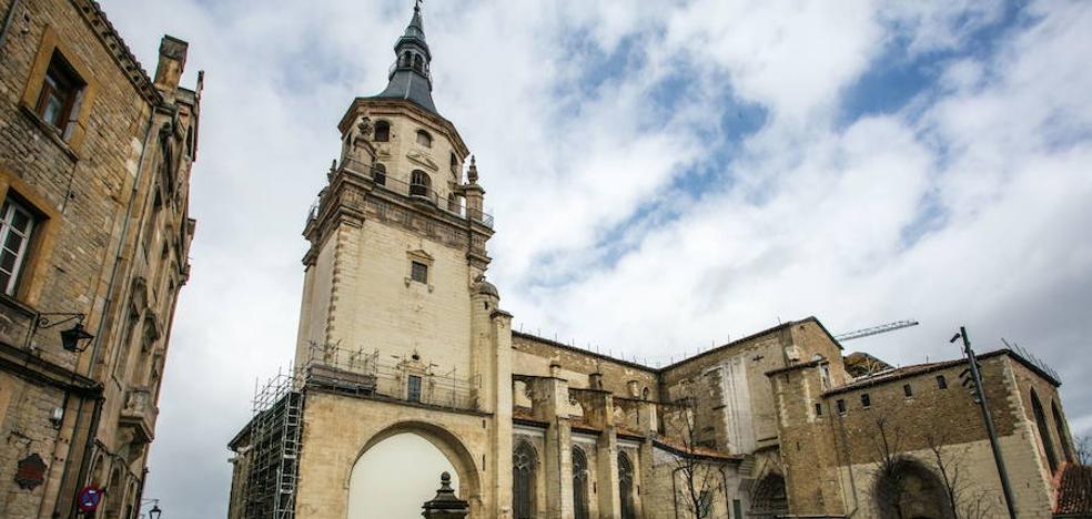 La catedral de Santa María tañe sus campanas en apoyo a Notre Dame