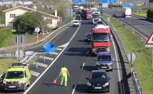 Retenciones en la entrada a Vitoria por un accidente y obras en la N-622