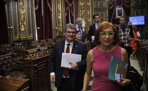La oposición acusa a Aburto de «aplicar el rodillo» y comportarse «como un cacique»
