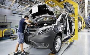 Mercedes reduce su producción en 4.000 vehículos y no hará contratos a eventuales en verano